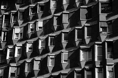 Edificio-de-viviendas-en-la-Avenida-Meridiana-Oriol-Bohigas-1964.-Foto-oriolvallsinferno-laformamodernaenlatinoamerica