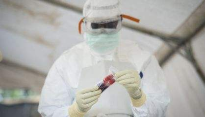 """España vigila puertos y aeropuertos  aunque el riesgo de Ébola es """"muybajo"""""""